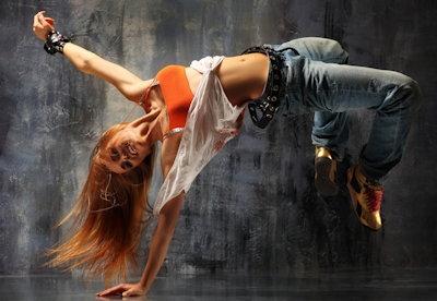 girl-breakdancing