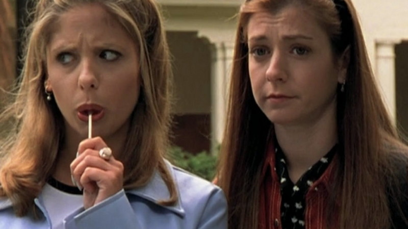 Sarah Michelle Gellar and Alyson Hannigan in Buffy the Vampire Slayer